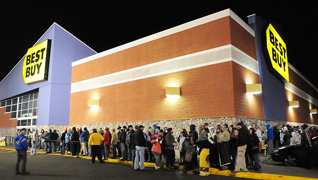 da940987aefea Shoppers lined up around the outside of the Best Buy store in Baxter,  Minn., at 11 p.m. Thursday, Nov. 24, 2011. The store opened it's doors at  Midnight ...